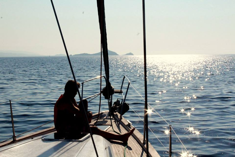 Jeden z mnohých západov slnka priamo na otvorenom mori.