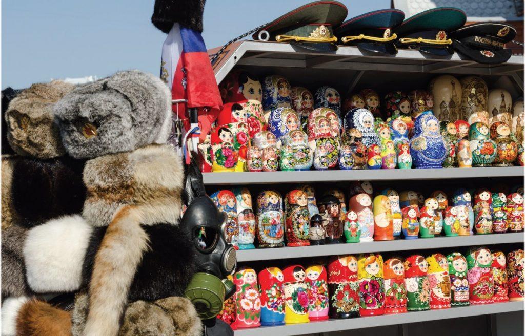 Minimálne bez matriošky sa Rusko proste opustiť nedá. Boli všade. A boli naozaj nádherné, tie ručne maľované aj poriadne drahé.